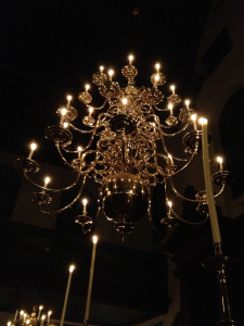The opening concert at the Portugese Synagogue was lit only by candles.